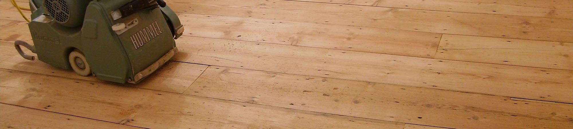 Houten vloeren schuren Assen. Vraag om een vloer renovatie offerte